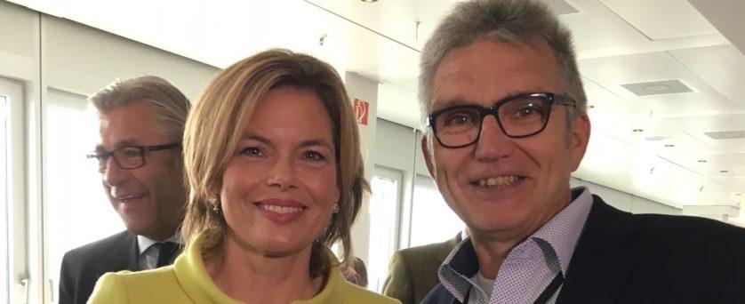 GIH-Bundesvorsitzender Jürgen Leppig im Gespräch mit der stellvertretenden CDU-Vorsitzenden Julia Klöckner