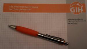Frühlingsauftakt: Der neue GIH-RLP-Kugelschreiber ist eingetroffen.